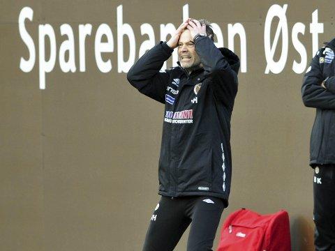 SURT POENGTAP: MIF-trener Vegard Hansen var lei seg over at seieren glapp på overtid mot Levanger på Isachsen Stadion søndag. MIF ledet fortjent 2-1, men som så ofte i fotball presset motstanderen på for utligning i sluttminuttene. Det endte 2–2. FOTO: DIGITALSPORT