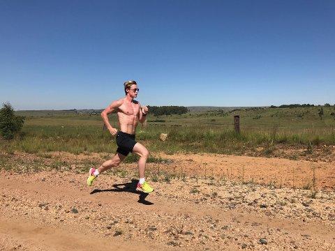 HØYDEOPPHOLD: Sturla-løperen var nylig tre uker på treningsleir i landsbyen Dullstroom i Sør-Afrika.