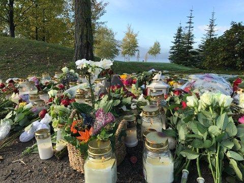 BLOMSTER: Mange har vært på stedet der ulykken skjedde og lagt ned blomster og tent lys.