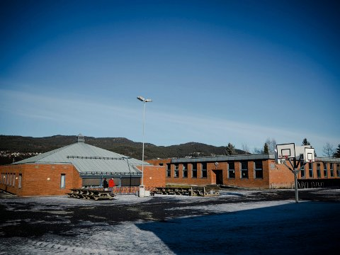 KAN RIVES: Dette er den gamle delen av Veiavangen skole, som nå er oppe til evaluering.