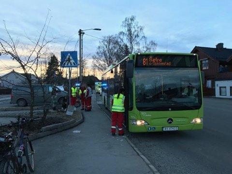 Mannen truet bussjåføren med øks på en holdeplass på Spikkestad.