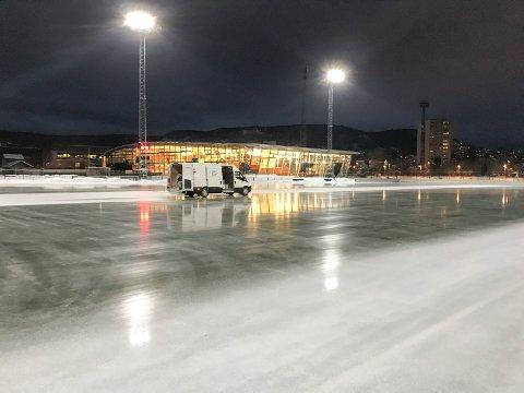 MARIENLYST: Marienlyst er den best drevne utendørs isflaten i landet mener Svartangen. Her fra ismalingen i fjor høst.