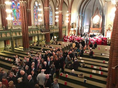 FRITIDEN: «Så får Den norske kirke heller sørge for at vi flokker dit på fritiden», skriver Christian Lomsdalen. Bildet er fra nattverd i Bragernes kirke i april i år.