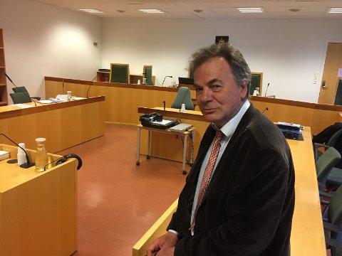 Advokat Svein Duesund har begjært innsyn i alle politiets dokumenter i korrupsjonssaken i Drammen.