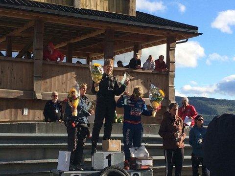 PÅ TOPPEN AV PALLEN: Liz Wessel kunne stelle seg på toppen av pallen og feire seier i Norges største bilcross-løp på Gol forrige helg.