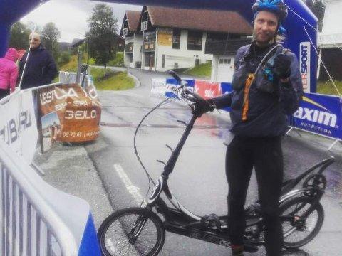 TEST: Gjermund Sørsdal med ellipsesykkelen i mål etter Voss-Geilo-rittet.