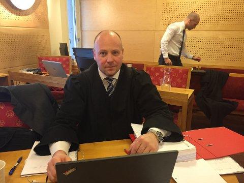 Advokat Anders Green forsvarer 26-åringen.