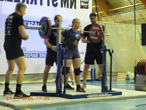 BESTE UNGDOMSLØFTER: Yasmina Havnen tok gull i ungdom (14-18 år) 72 kilo og ble kåret til beste ungdomsløfter.