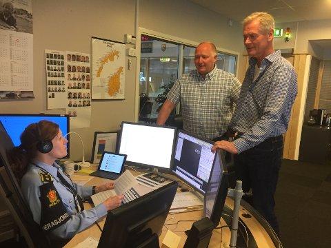 Operasjonslederne Svein Erik Gevelt og Olav Myrvold skal ha den siste vakta på operasjonssentralen i Drammen denne uken. De blir ikke med Marianne Mørch og resten av operasjonssentralen når de flytter.