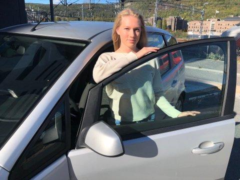 SKUFFET: – Jeg syns det var veldig rart at så mange kjørte rett forbi da en tre år gammel gutt gikk alene langs veien, sier Ine Edvardsen.