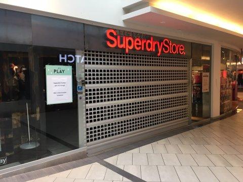 KONKURS: Superdry-butikken i første etasje på Gulskogen senter har stengt etter at franchisetakeren for kleskjeden er konkurs.