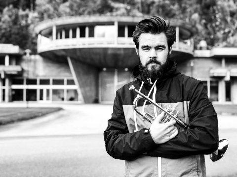 ANERKJENT: Magnus Aannestad Oseth er en anerkjent musiker, og synes det er skikkelig stas at han er innstilt til å bli fylkeskunstner.
