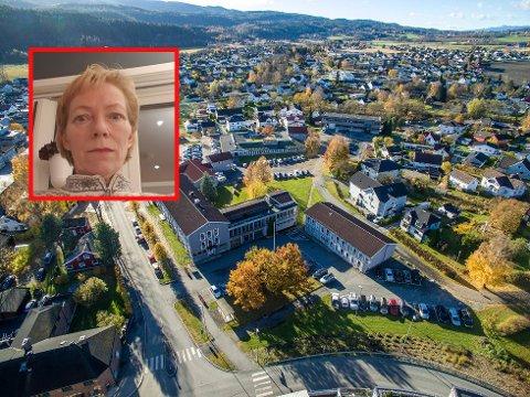 KOMMUNEFLYKTNING: Da Nedre Eiker slo seg sammen med Drammen og Svelvik, var det dråpen for Gro Aina Steen (innfelt) og familien. De bor nå i Øvre Eiker.