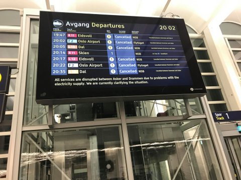 De aller fleste avganger fra Drammen stasjon er innstilt tirsdag kveld.
