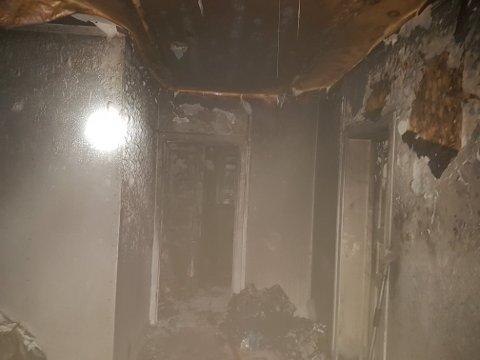 Leiligheten fikk store skader under brannen.