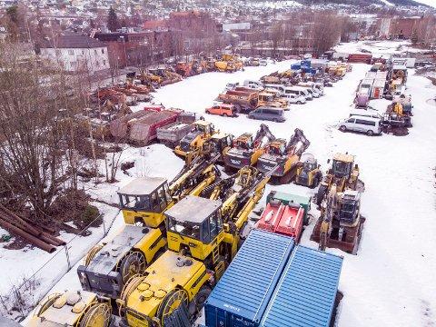 Store verdier: Anleggesmaskiner og biler fra konkursen til italienske Condotte, er lagret på Rundtom i Drammen. Maskinene er i arrest av namsmyndighetene og trolig verdt flere titalls millioner kroner.