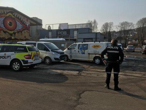 Politiet var på åstedet for innbruddet i Drammen havn fredag.