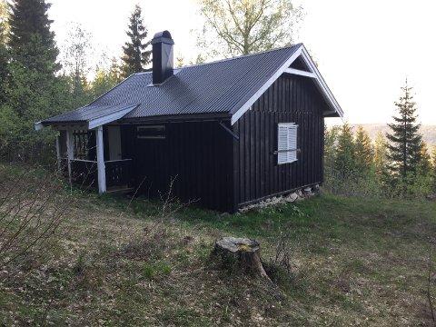 Selv om Bekkevold Hansen vant hytta, vant han ikke mye økonomisk. Ifølge taksten er hytta verdt 200.000 mens tomta er verdt 1,3 millioner kroner.