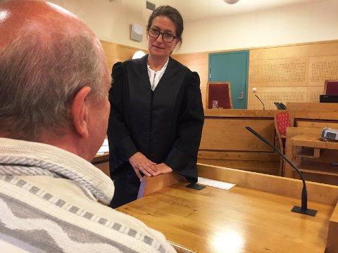 65-åringen forklarte seg under rettssaken mot sin tidligere kollega. Gunn Iren Midtbø er bistandsadvokat for ham.