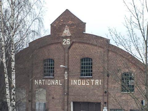 KAN DEN REDDES? Styret i eiendomsselskapet Eidos har skjebnen til National Industri-fasaden i sin hånd. Det er ikke bestemt hvor fasaden eventuelt skal bygges opp igjen.