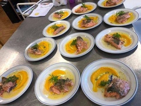 SERVERES SOM PÅ RESTAURANT: Tidligere denne uken fikk barna i Utsikten barnehage servert langtidsstekt fersk ørret med gulrotpuré og potet.