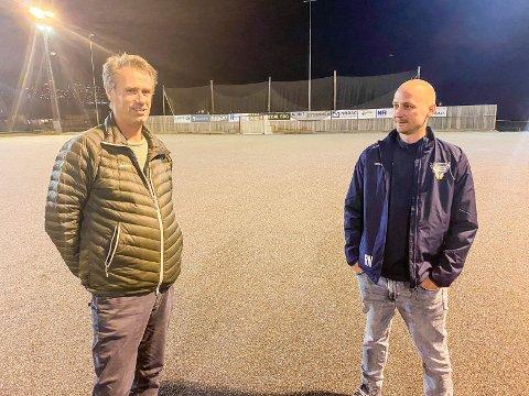 PÅ GRUS: Et Solberg-lag i karantene kunne ikke møte på bandyens kick off tirsdag kveld. Men MIF-trener Bent Gommerud (t.v,) og Drammen-trener Ove Ronny Nørgaard var på plass på Vassenga kunstisbane, der det fortsatt bare var grusen grunnet mildværet.