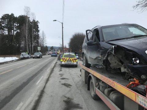 ULYKKE: To biler ble totalvraket etter en frontkollisjon i Hokksund i vår.