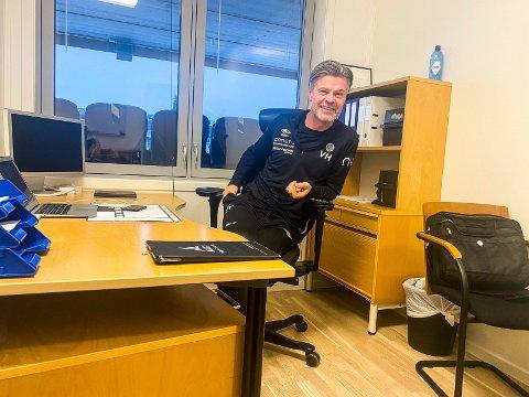 DAGEN DERPÅ: Dagen etter kvalikdramaet mot Sogndal troppet MIF-trener Vegard Hansen opp på kontoret på Consto Arena.