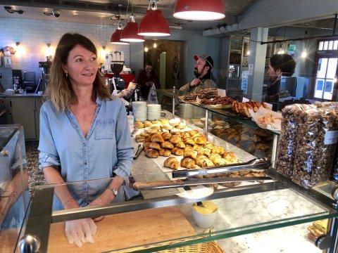 – Vi har åpent og normal drift så lenge som mulig, sier daglig leder hos bakeriet og kaféen La Boulangerie AS.