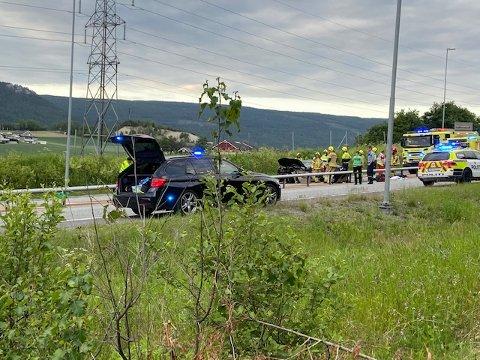 En bil med tre personer inni var lørdag kveld involvert i en trafikkulykke ved Ryghkollen i Mjøndalen.