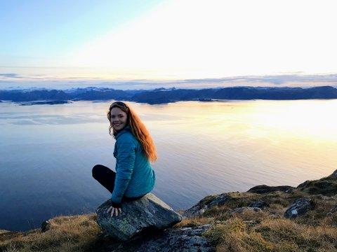 MISTA JOBBEN: Hennie Engedal Lindøe (21) fra Spikkestad hadde sett frem til en sommer med jobb hos Haukeliseter fjellstue. Det satte koronaviruset en stopper for. For 21-åringen som er glad i friluftsliv og brenner for arbeid innen turisme var denne jobben øverst på ønskelista. Nå blir sommeren litt annerledes enn planlagt, og hun må selv benytte seg av turisttilbudene Norge har å by på.