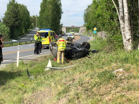 ULYKKE: Her endte ferden etter en utforkjøring langs riksvei 35 i Åmot.
