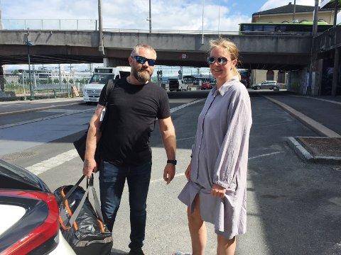 Elin-Merethe Kristiansen brukte kiss&ride-plassen under bybrua da hun kjørte Joachim Kittelsen til toget torsdag. Da var de alene der.