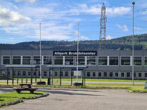 Innbruddsalarmen hos Albjerk Bil Drammen AS ble utløst i tretiden natt til mandag, melder politiet.