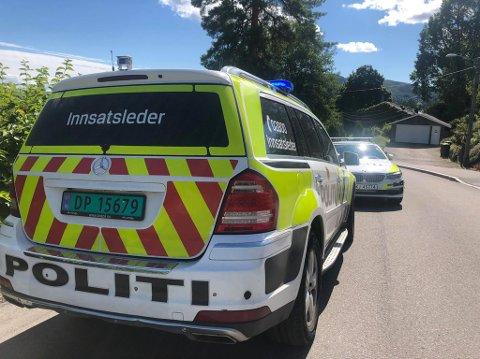 HOPPET: Nødetatene rykket mannsterke ut til Åskollen forrige lørdag, blant annet etter melding om at én hadde falt ned fra en veranda. Det viste seg at gutten hadde hoppet i LSD-rus, ifølge politiet.