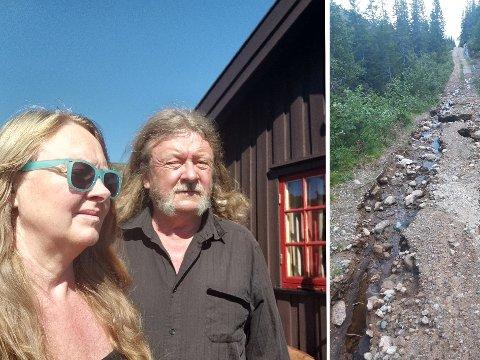 ØDELAGT VEI: Stein Eirik Sture (66) og kjæresten Sonja Lidsheim (61) kom opp på hytta i Eggedalsfjella på torsdag. Nå kommer de seg ikke ned igjen, i alle fall ikke med egen bil.