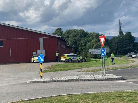KONTROLL: Politiet holdt trafikkontroll på Gullaug torsdag ettermiddag.