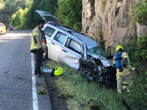 Bilen fikk store skader i sammenstøtet med fjellveggen.