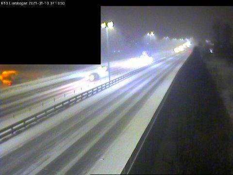 E18: Slik så det ut på E18 på Lierskogen like over klokken 07 onsdags morgen.