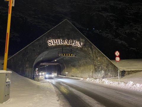 SPIRALEN: Også i Spiralen var det kø søndag. Der snudde til og med bilister inni tunnelen etter å ha blitt lei av å vente.