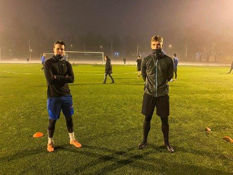 TÅLMODIGE: Drammens Ballklubb-spillerne Marcus Næslund Haugland (t.v.) og kaptein Kasper Flo har ikke kunnet trene med full kontakt i fotball siden nedstengningen i mars i fjor.
