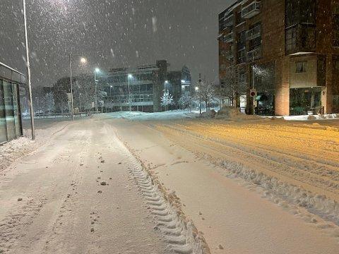 SNØ: Det har kommet mye snø i løpet av natta.