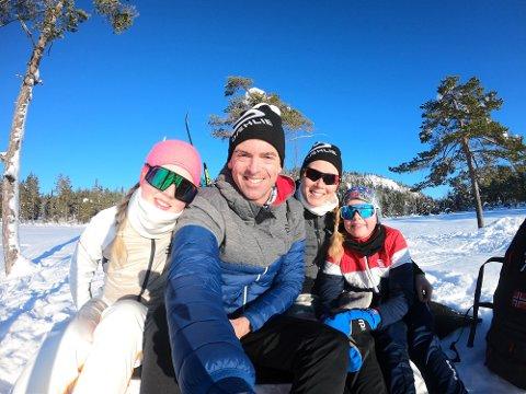Familie: Både Jarle Wermskog og resten av familen er opptatt av å holde seg i aktivitet. Selv er han den som trener mest blant de fire, med sin triatlon-satsing.