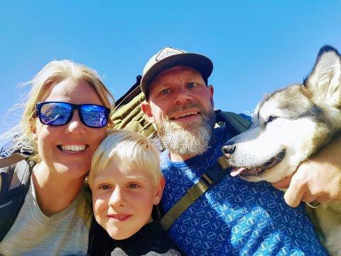 PÅ TUR HVER HELG: Aina, Ola (6) og Magne Østlund Prestholdt er på tur hver helg. – På tur med barn er det viktig med korte avstander, sier Aina.
