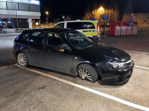 Politiet kontrollerte den forlatte bilen, men har ingen grunn til å tro at det var personskader.