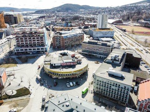 STRØMSØ: Planene omfatter Globusgården med bygningene rundt på Torgeir Vraas Plass, Strømsø Torg 4 som er under utbygging og den gamle Shell-stasjonen (ved p-huset).