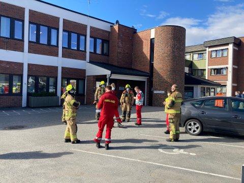 Samtlige pasienter og ansatte ble evakuert fra Loesmoen rehabiliteringssenter langfredag.