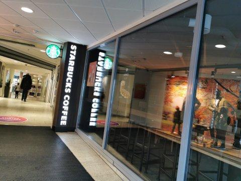 Etter at et smittetilfelle ble oppdaget, valgte Starbucks å stenge midlertidig.