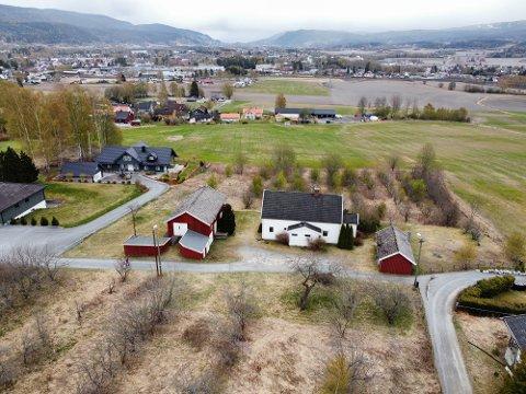 BOLIGPROSJEKT: På denne eiendommen planlegger Pilares Eiendom å bygge 23 eneboliger.