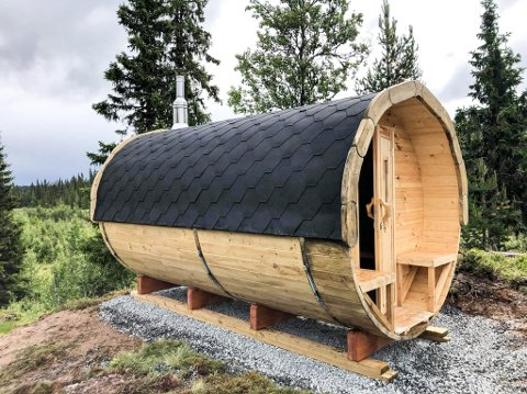 BADSTU: Badstuhytte eller saunatønne levert av Viking Fritid.